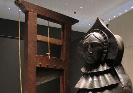 guillotine française et une vierge de fer tokyo