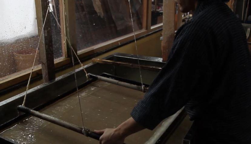 Fabrication du papier japonais washi artisanal à Kurotani