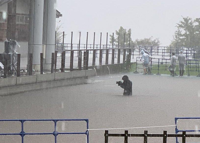 fosse de concert se transforme en étang au Japon