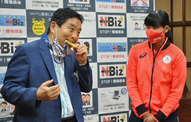 maire de Nagoya mord la médaille d'or d'une athlète